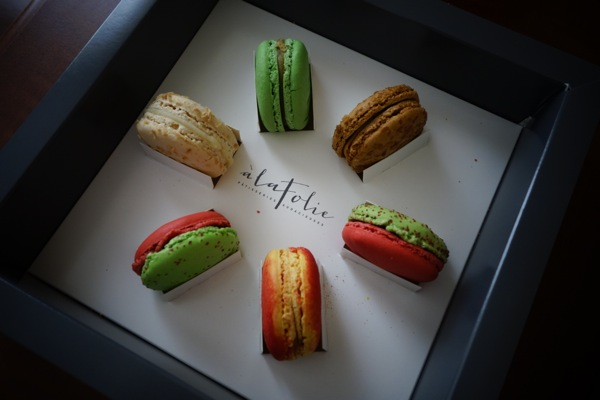 A-La-Folie-Patisseries-Audacieuses-Macarons-Review-Sampler