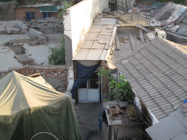 Beijing-China-Photograph-Homes-Behind-a-hidden-bridge-2