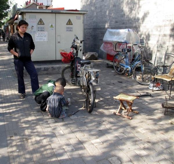 Beijing-China-Photograph-Stall-Bike-Shop-Kids-Repair