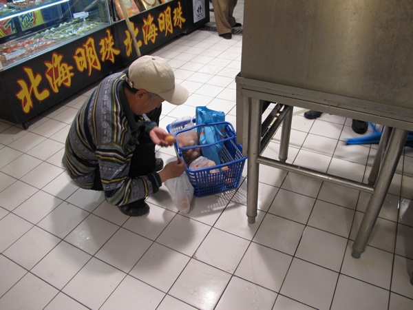 Beijing-Photograph-China-Carrefour-Grocery-Eggs-Man-Basket