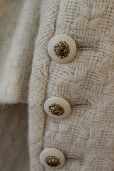 Chanel_Vintage-Tweed-Suit-Jacket-Collar-Buttons