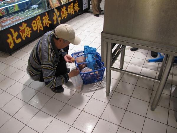 China-Beijing-Grandfather-Eggs-Basket