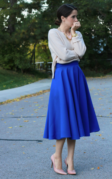 http://cottonandcurls.blogspot.ca/2013/10/diy-midi-circle-skirt.html