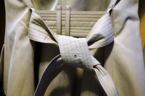 How-To-Tie-a-Burberry-Belt-Knot-11