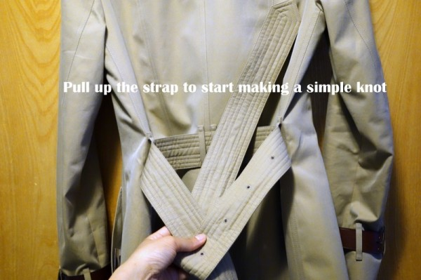 How-To-Tie-a-Burberry-Belt-Knot-4