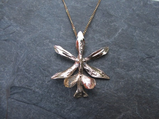 https://www.amuletteboutique.com/en/shop/herbarium/small-fireweed-necklace/