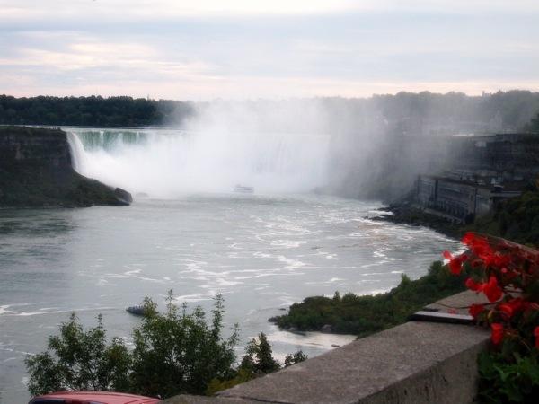 Niagara-Falls-Ontario-Horseshoe-Falls-Canada