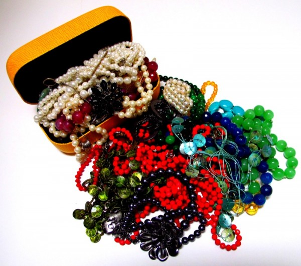 Photograph-Jewellery-Pearls-Rich-Money-Jewels-2-Gems