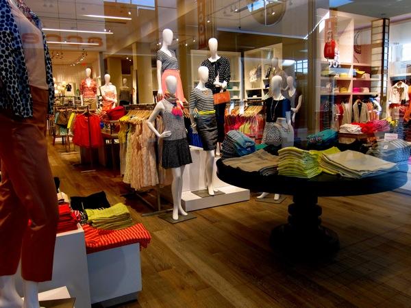 Photograph-Shopping-Clothes-Closet-Wardrobe