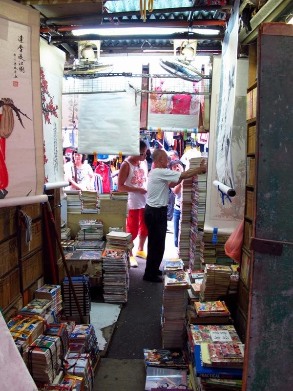 Photograph-Travel-Hong-Kong-Asia-Ladies-Market-Shopping-Old-Man-Books-Bookseller