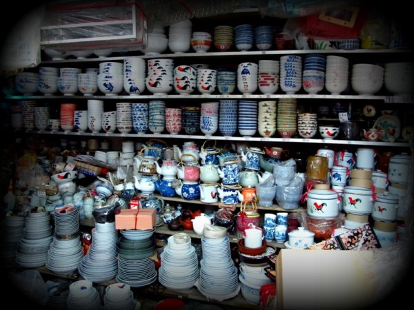 Photograph-Travel-Hong-Kong-Asia-Shopping-Housewares-Painted