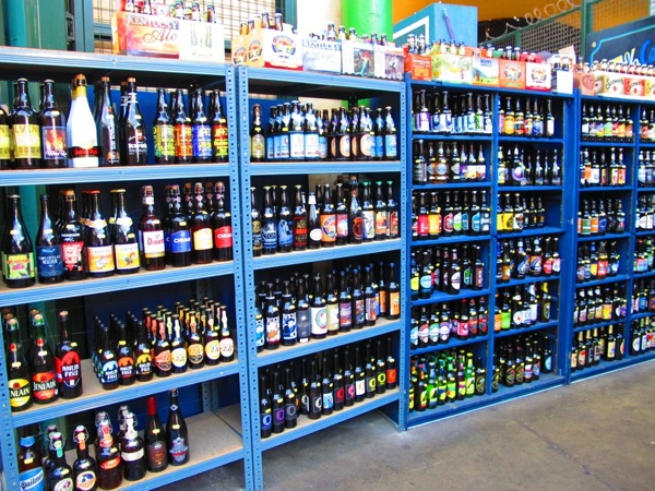 Photograph-Travel-London-England-Pub-Culture-Beers-of-the-World-Store-Covent-Garden-Market