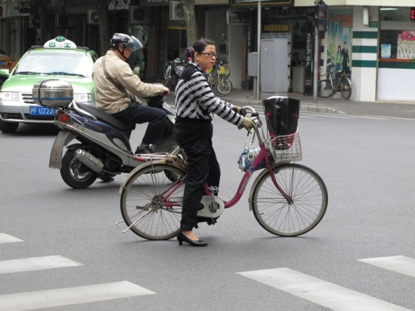 Shanghai-China-Photograph-Bicyclists
