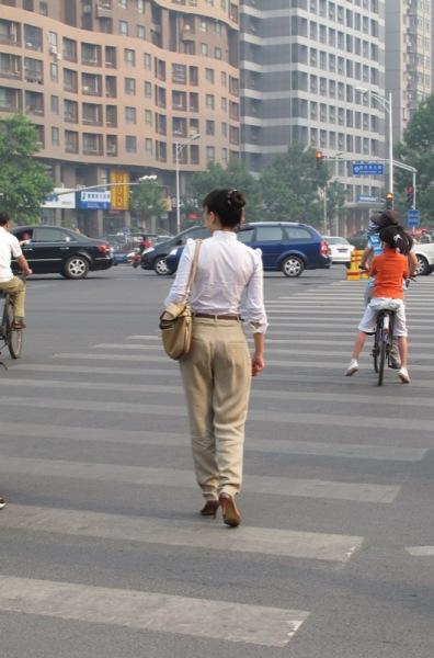 Shanghai-China-Photograph-Going-to-Work