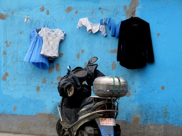 Shanghai-China-Photograph-Home-Alleyway-Neighbourhood-Clothes-Blue
