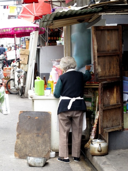 Shanghai-China-Photograph-Restaurant-Old-Woman-Kitchen-2