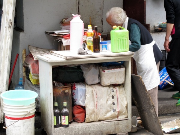 Shanghai-China-Photograph-Restaurant-Old-Woman-Kitchen