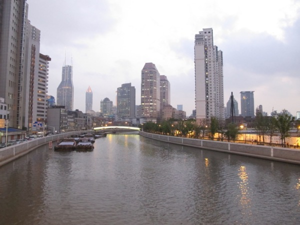 Shanghai-China-Photograph-Rich-View-Apartments-River