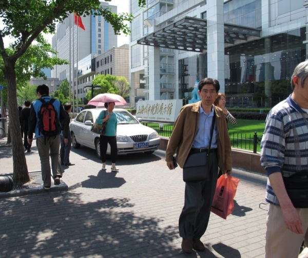 Shanghai-China-Transportation-Cars-on-the-Sidewalk-No-respect-No-rules