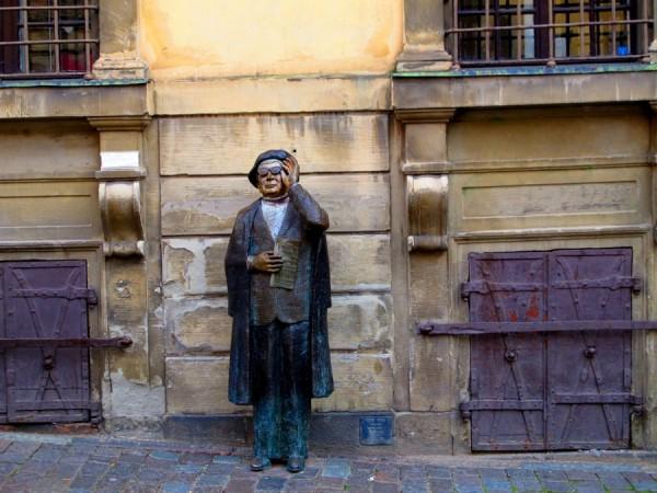 Stockholm-Sweden-Statue-Woman-Tourist-Travel