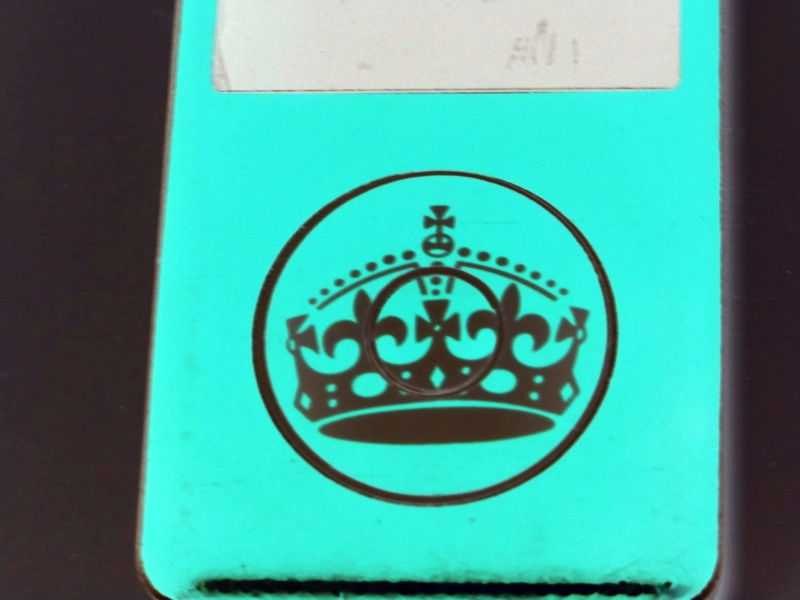 Technology-iPod-Keep-Calm-and-Carry-on-Crown-Music-Listen-11