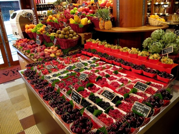 Travel-Photograph-France-Paris-Blackberries-Strawberries-Blueberries-Fruit-Food-Grocery-Eat
