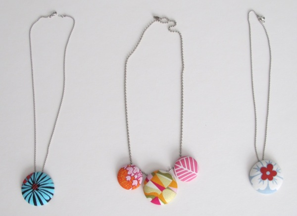 Wardrobe-Jewellery-Jewelry-Necklaces-Fabric-Buttons