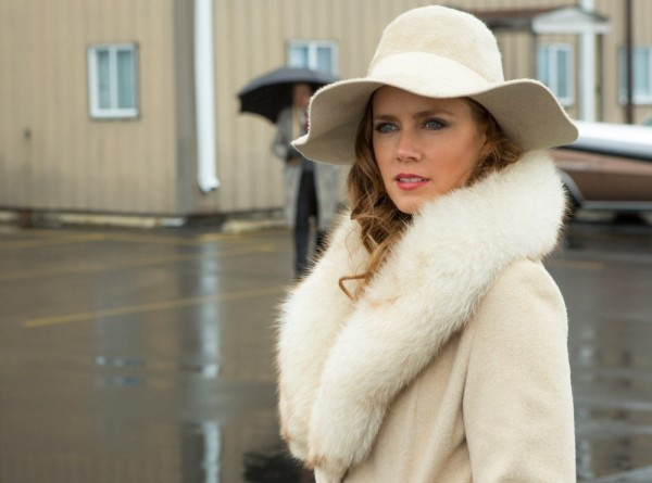 amy-adams-american-hustle-gorgeous-white-coat-fur