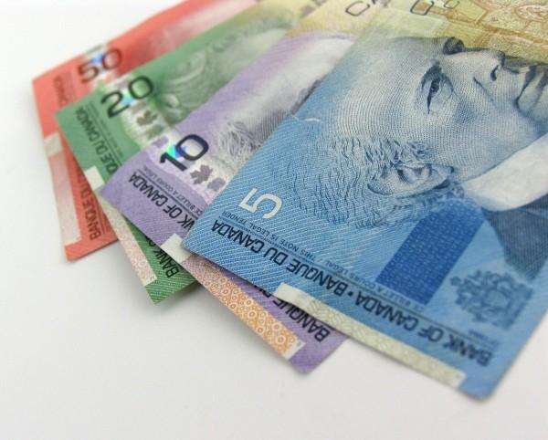 canada-money-cash-bills-2