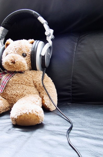 shankarmenon-flickr-photo-rights-teddybear-headphones-listen-music-relax