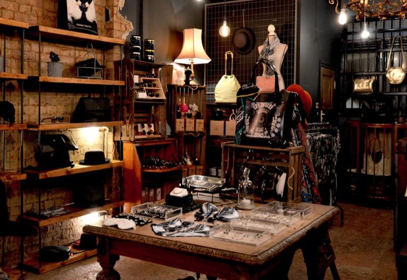 shopping-clothes-wardrobe-shop