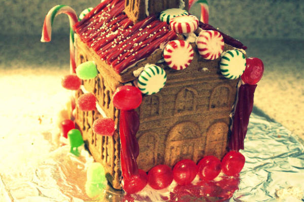 stock-christmas-gingerbread-house-feasting-food