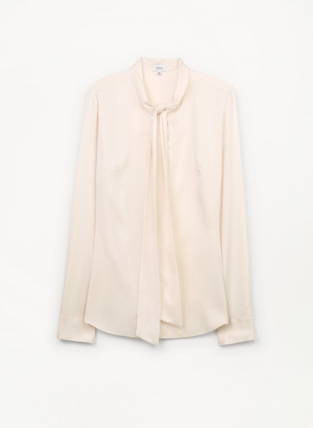 t-babaton-aritzia-liam-blouse-silk-front