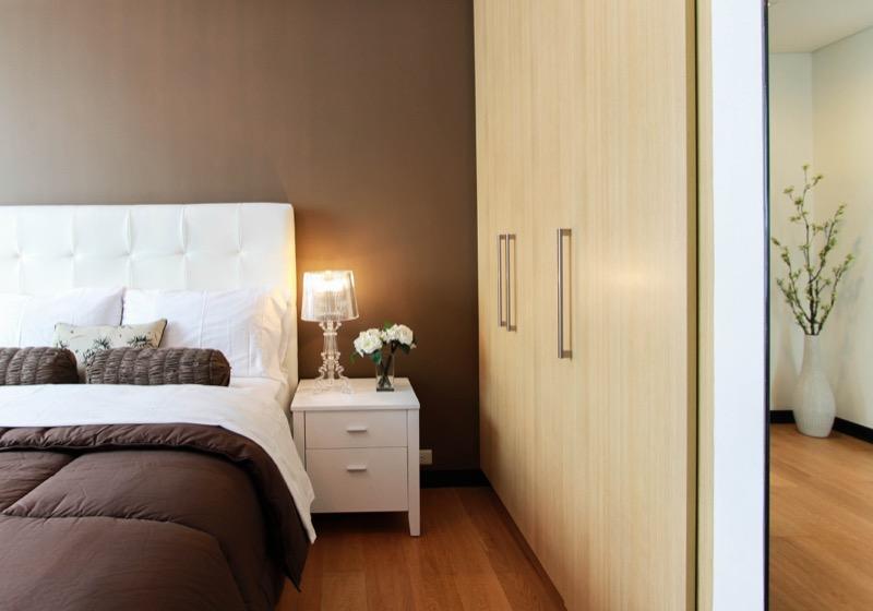 wardrobe-minimalist-zen-closet-bedroom-clean