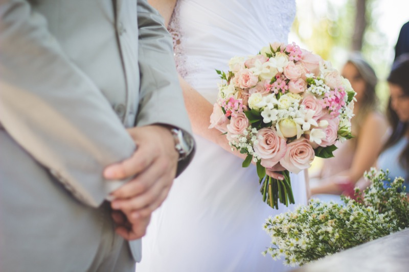 In The World Of Save Spend Splurge Where This Is How Much You Should On A Wedding Gift